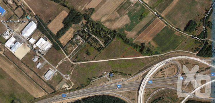Földterület eladó Szadán az M31/M3-as csomópont mellett apróhirdetés